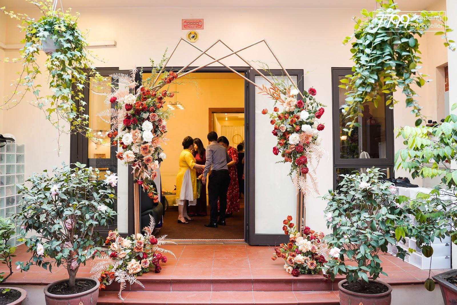 Các mẫu cổng hoa cưới metalic