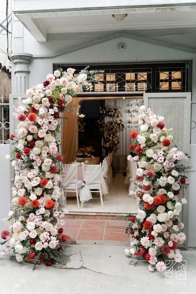 """""""Cành lê trắng điểm một vài bông hoa"""""""