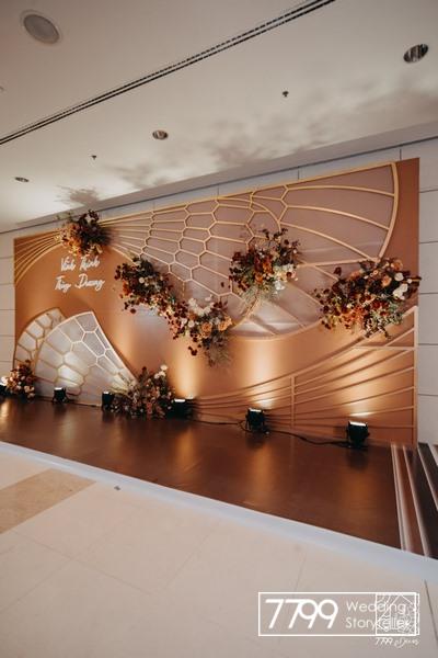 Đám cưới concept cánh chuồn chuồn màu đỏ nâu tây