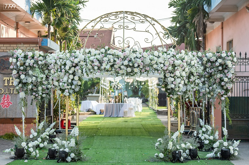 Dịch vụ trang trí cổng hoa ngày cưới theo yêu cầu
