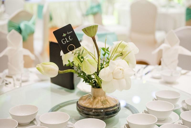 Hoa bàn tiệc cưới