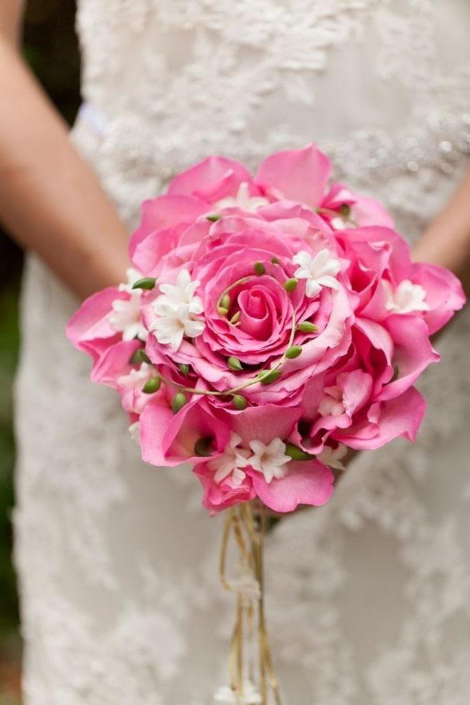 Hoa tay cầm dáng hoa to từ nhiều cánh