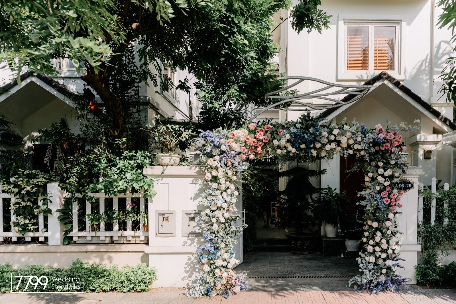 Mẫu cổng hoa cưới mơ đường việt quất