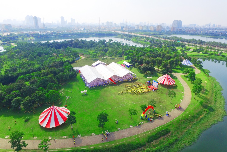 Tiệc cưới ngoài trời tại công viên Yên Sở