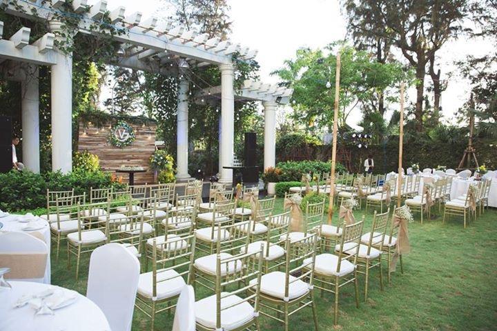 Tiệc cưới ngoài trời tại Khách sạn Elegant Suites Westlake