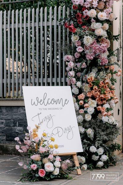 Tím lilac - Tận dụng nội thất trong trang trí cưới với tông màu hot trend