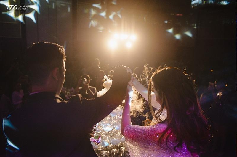 Tiêu biểu nhất phải kể đến là lễ cưới sang trọng và đẳng cấp tại Pan Pacific Hotel của cặp đôi Trang Dentist - cô gái đứng sau nụ cười tỏa nắng của rất nhiều sao Việt.