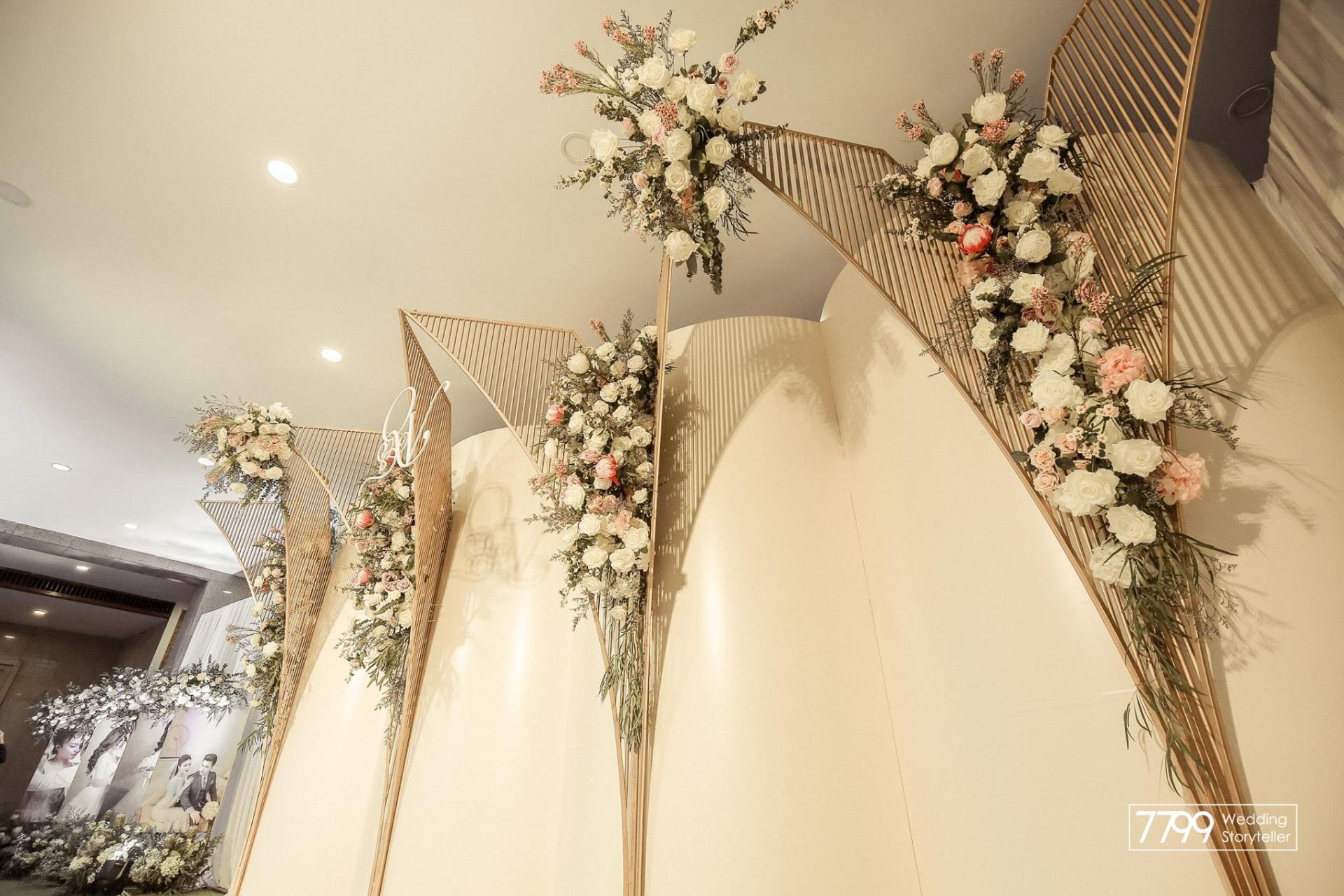 Trang trí đám cưới bằng hoa lụa thiết kế