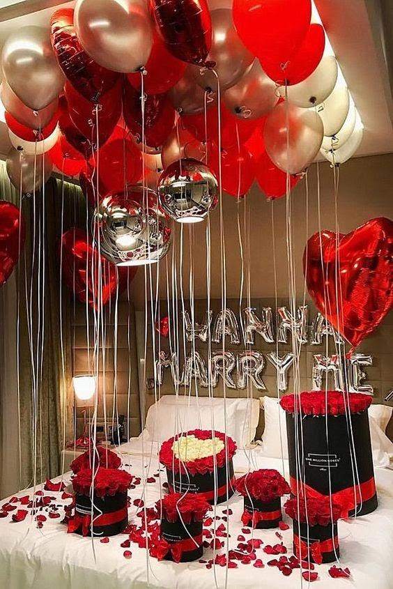 Trang trí phòng cưới bằng cánh hoa hồng
