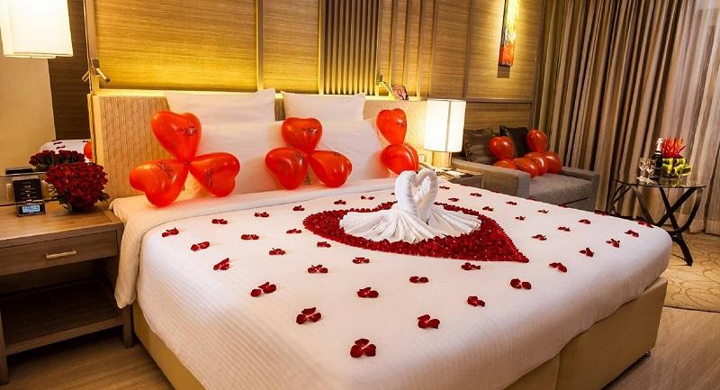 Trang trí phòng cưới tạo hình thiên nga bằng khăn