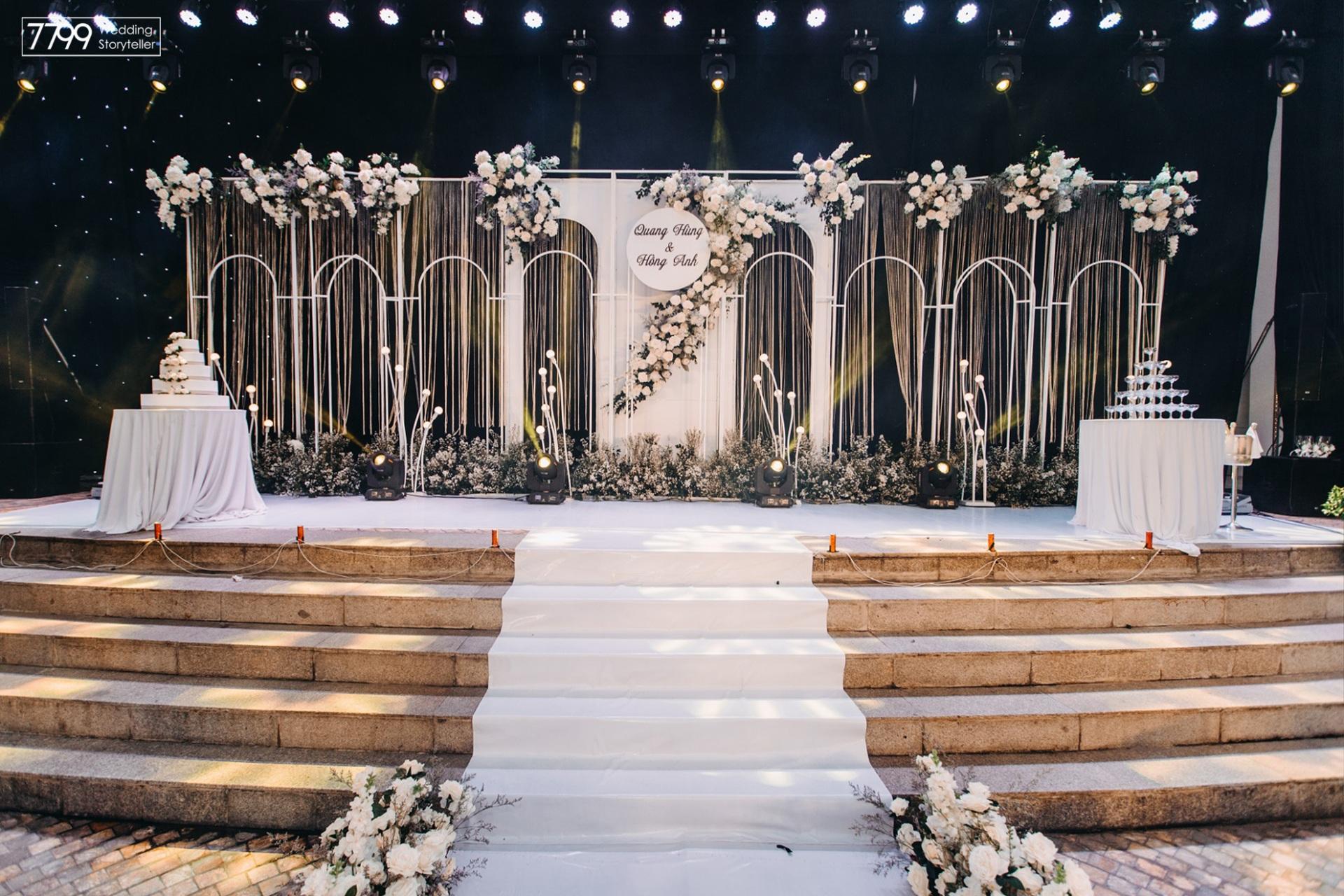 Trang trí tiệc cưới ngoài trời khách sạn Daewoo Hà Nội